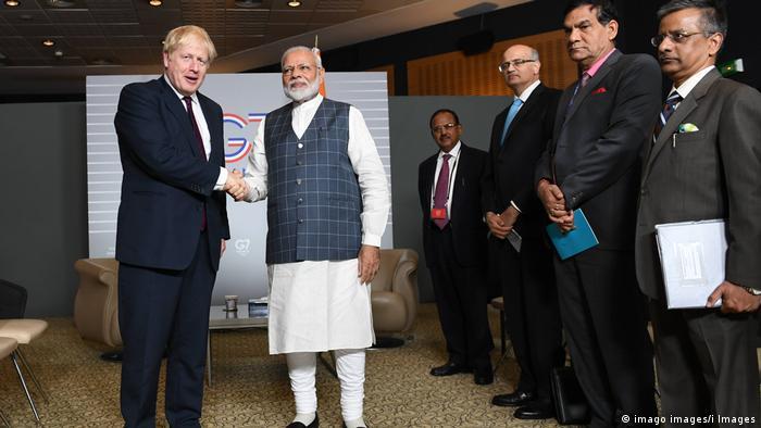 G7-Gipfel in Frankreich Boris Johnson und Narendra Modi