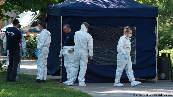 Полицейские на месте убийства чеченца Хангошвили в Берлине