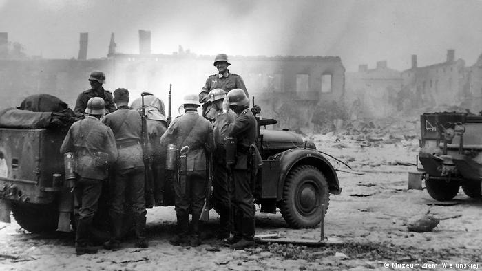 Wieluń: żołnierze Wehrmachtu po nalocie lotniczym 1.09.1939