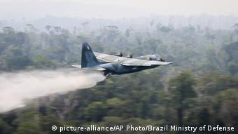 Brasilien Waldbrände Löschflugzeug