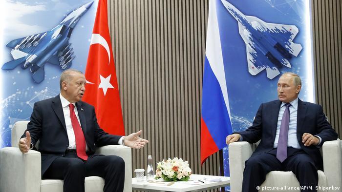 Russland Zhukovs | MAKS 2019 | Erdogan & Putin (picture-alliance/AP/M. Shipenkov)