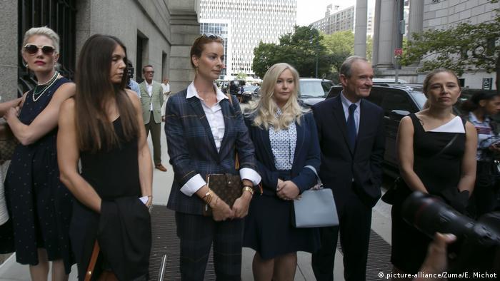 USA Mutmaßliche Opfer von Jeffrey Epstein mit Anwalt