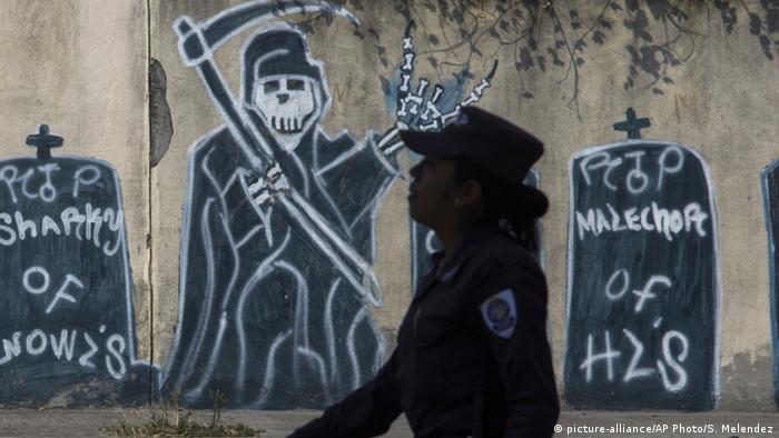 El Salvador | Symbolbild Gewalt | Mara-Banden