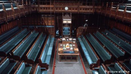 """Βρετανία: Επιπτώσεις από την απόφαση Τζόνσον να """"φιμώσει"""" τους βουλευτές"""