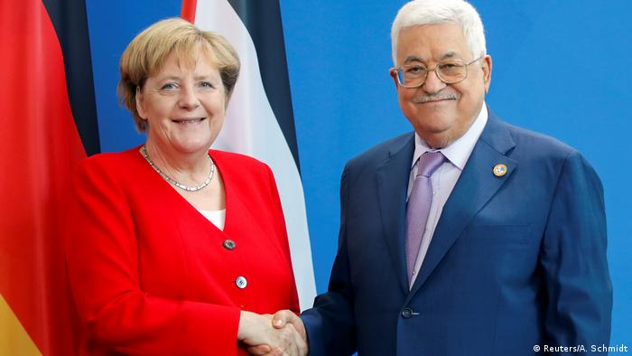 Angela Merkel and Mahmoud Abbas (Reuters/A. Schmidt)