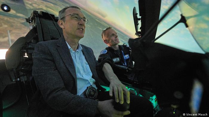 Rostock-Laage | Volker Witting im Flugsimulator (Vincent Mosch)