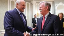 Weißrussland Minsk Präsident Alexander Lukaschenko trifft US-Sicherheitsberater John Bolton