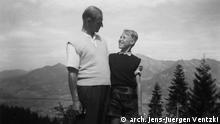 +++ Achtung: Nutzung nur im Rahmen des Projektes Schuld ohne Sühne von DW Polnisch, Interia und WP.++ Werner Ventzki mit seinem Sohn Jens-Jürgen in Obersdorf, Sommer 1956 Foto: © arch. Jens-Juergen Ventzki