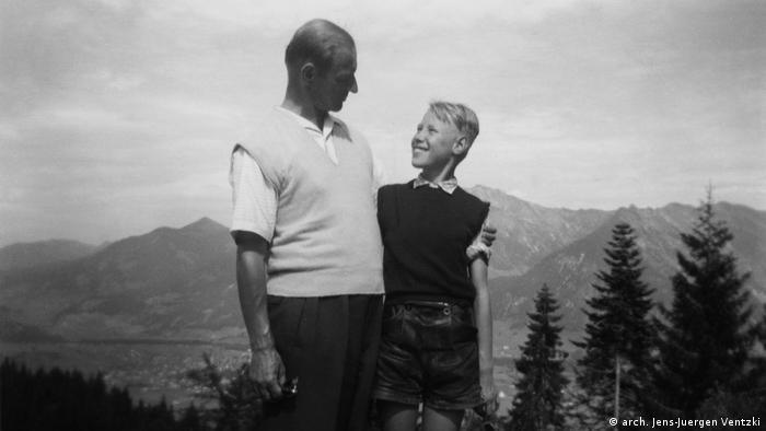 Werner Ventzki with his son Jens-Jürgen in Obersdorf, summer 1956