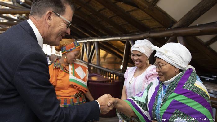 Spotkanie niemieckiego ministra z przedstawicielkami plemion Herero i Namaqua