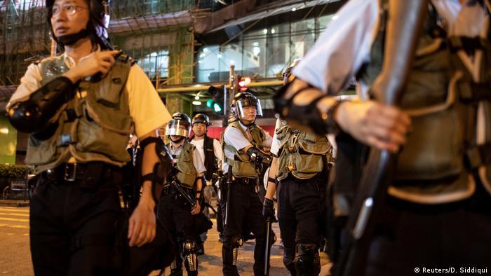 Operação policial prende ativistas pró-democracia em Hong Kong