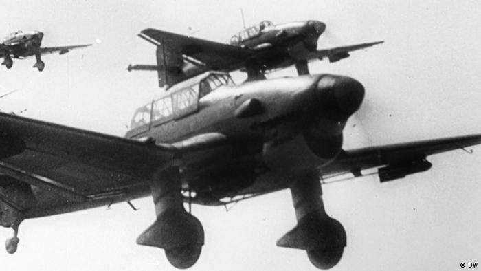 Deutsche Sturzkampfflugzeuge im Anflug auf das polnische Wielun