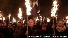ARCHIV 2017 *** Supporters of the ultra nationalist party Golden Dawn hold torches taking part to a rally to mark the anniversary of the 1996 Imia crisis, when Greece and Turkey almost went to war over the uninhabited islet and three Greek officers were killed when their helicopter crashed. In Athens on January 28, 2017. Photo by Panayotis Tzamaros/ABACAPRESS.COM  