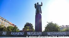 Tschechien Prag Statue des sowjetischen Marschalls Ivan Konev mit roter Farbe