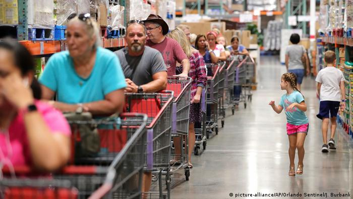 Shoppers in central Florida (picture-alliance/AP/Orlando Sentinel/J. Burbank)