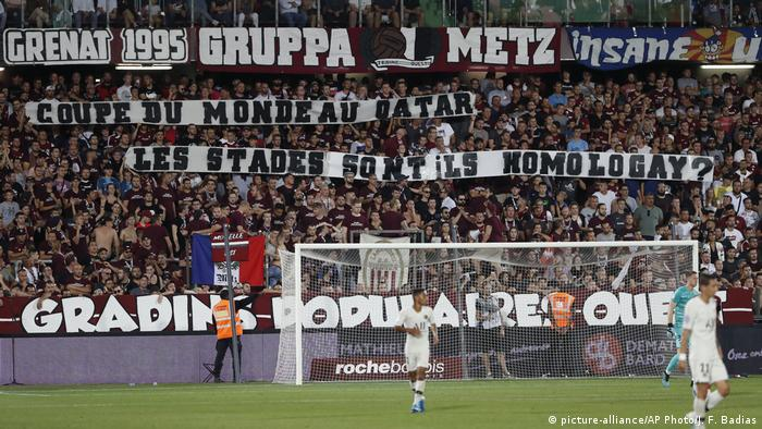 Metz fans with a banner