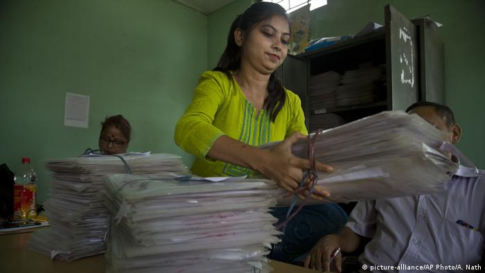 Indien Assam Bewohner Liste Einwohner (picture-alliance/AP Photo/A. Nath)
