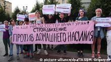 31.08.2019*** Russland, Moskau: MOSCOW, RUSSIA - AUGUST 31, 2019: People carry a banner with a message Against domestic violence during an unauthorized rally against political repression in Pushkinskaya Square. Unauthorized rally against political repression in central Moscow. Maxim Grigoryev/TASS Foto: Maxim Grigoryev/TASS/dpa |