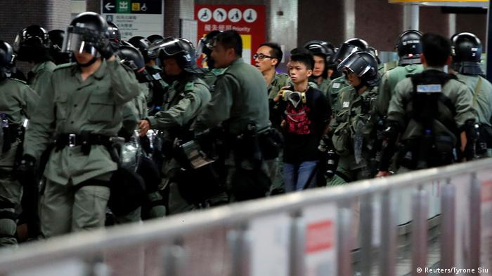Hong Kong Erneut Zusammenstöße zwischen Polizei und Demonstranten (Reuters/Tyrone Siu)