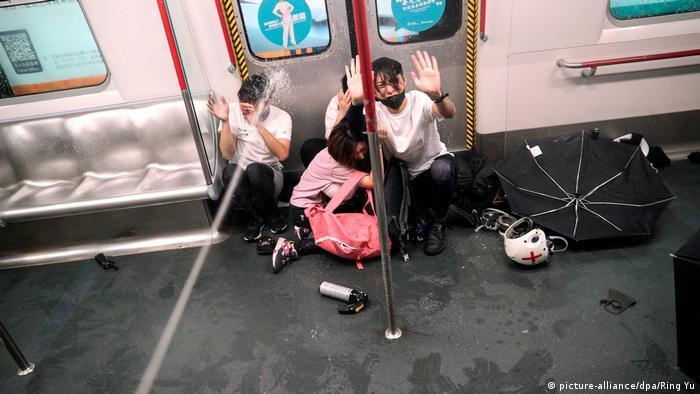 Hong Kong Erneut Zusammenstöße zwischen Polizei und Demonstranten (picture-alliance/dpa/Ring Yu)