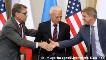 31.8.2019*** US Secretary of Energy Rick Perry in Warsaw US Secretary of Energy Rick Perry is received by Piotr Naimski, Secretary of State at the Prime Minister s Chancellery and Government Plenipotentiary for Strategic Energy Infrastructure on August 31, 2019 during his visit to Warsaw, Poland. Rick Perry, Piotr Naimowski and Oleksandr Danylyuk, Ukrainian Secretary of the National Security and Defense Council sign of an agreement on cooperation to strengthen regional security of natural gas supplies. EN_01391739_0058 PUBLICATIONxINxGERxSUIxAUTxONLY