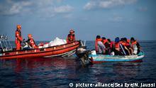 Besatzung des Rettungsschiffs Alan Kurdi auf dem Mittelmeer