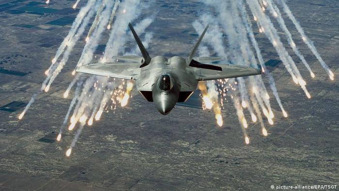 US-amerikanischer Kampfjet F-22 (picture-alliance/EPA/TSGT)