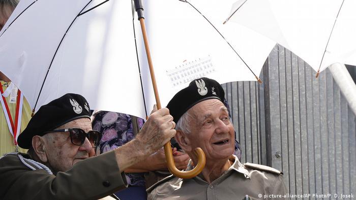 Polen Weltkriegsgedenken in Warschau   Veteran (picture-alliance/AP Photo/P. D. Josek)