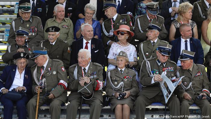 Polish veterans of World War II wait for the start of a memorial ceremony marking the anniversary of the start of the conflict (picture-alliance/AP Photo/P. D. Josek)