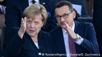 Ο πολωνός πωθυπουργός Ματέους Μοραβιέτσκι σε πρόσφατη συνάντησή του με την καγκελάριο Μέρκελ