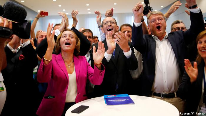 Beatrix von Storch and Jörg Meuthen and AfD supporters cheering and clapping (Reuters/W. Rattay)