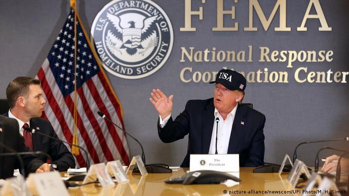 El presidente de los Estados Unidos, Donald Trump, describió la tormenta como monstruosa e instó a todos a prestar atención a las órdenes de evacuación dadas por las autoridades.