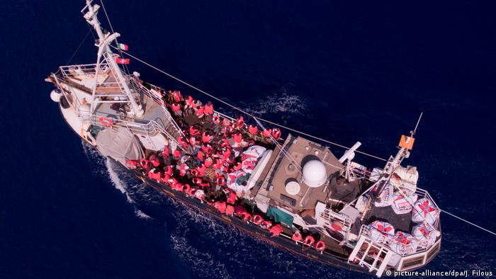 Mittelmeer Rettungsschiff Eleonore (picture-alliance/dpa/J. Filous)
