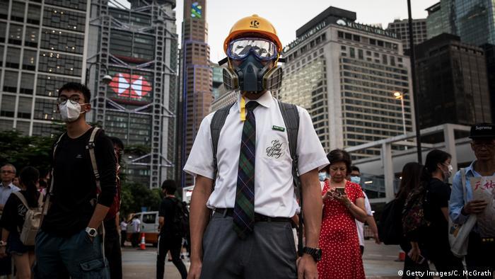 Hongkong Student Schüler Gasmaske Schutzbrille (Getty Images/C. McGrath)