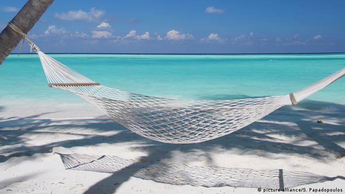 Malediven: Strand in Hammock
