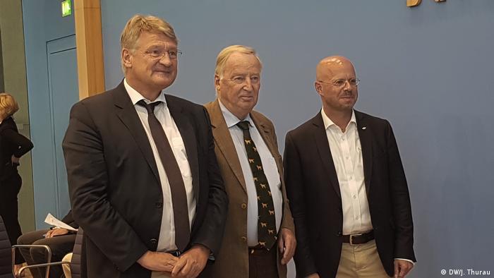 Das war einmal: AfD-Chef Meuthen, Parteigrande Gauland und Kalbitz in trauter Gemeinsamkeit (Foto: DW/J. Thurau)