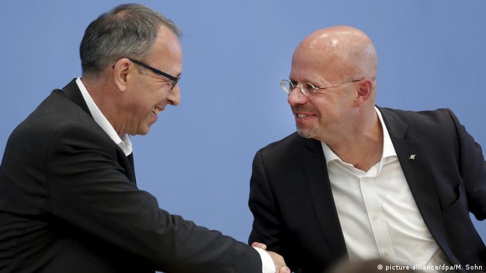 Jörg Urban (esq.) e Andreas Kalbitz, candidatos da AfD nas eleições estaduais em Brandemburgo e na Saxônia