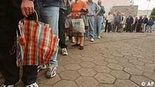 Argentinien: Warteschlange um Lebensmittel zu bekommen