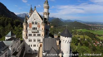 View from the tower of Neuschwanstein Castle (picture-alliance/dpa/K. J. Hildenbrand)