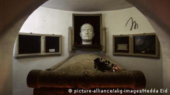 Italien: Grabstaette Mussolinis in Predappio