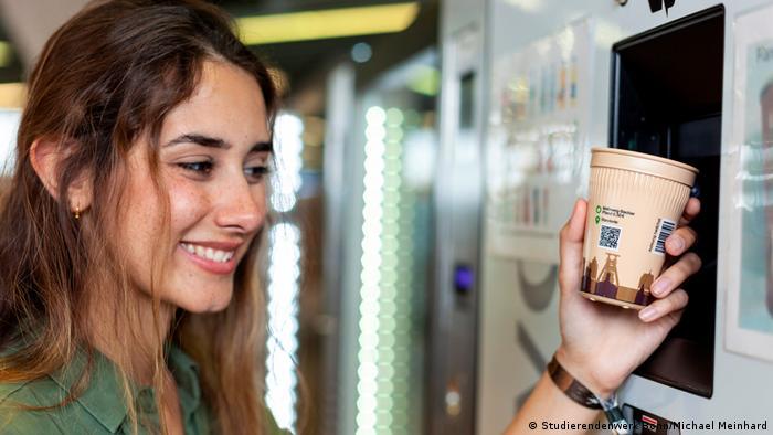 Автомат по приему многоразовых стаканчиков в Бонне