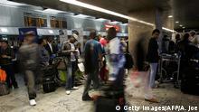 Südafrika Johannesburg Passagiere am Flughafen