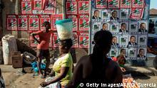 Mosambik, Maputo: Wahlplakate auf dem Markt Xipamanine