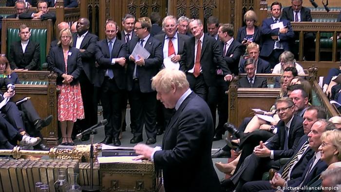 Izba Gmin przysłuchuje się wystąpieniu premiera Johnsona