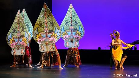 Indonesisches Tanztheater Wayang Orang in Hamburg (DW/H. Pasuhuk)