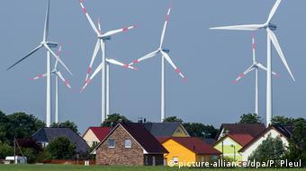 Ветряные генераторы в Бранденбурге на востоке Германии