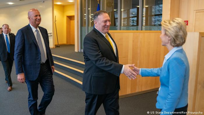 Mike Pompeo i Ursula von den Layen u Bruxellesu