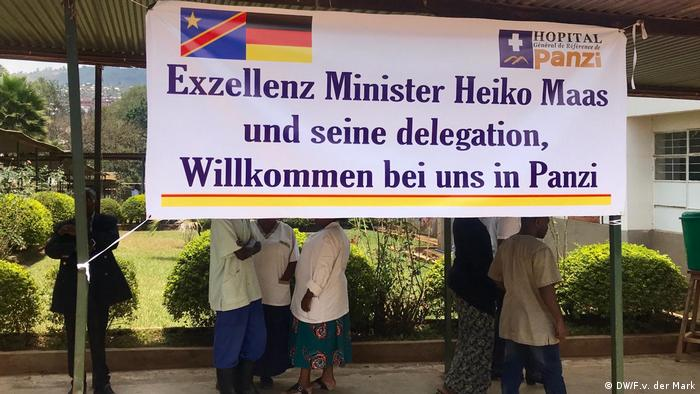 A welcome banner greeting Heiko Maas in the Congo (DW/F.v. der Mark)
