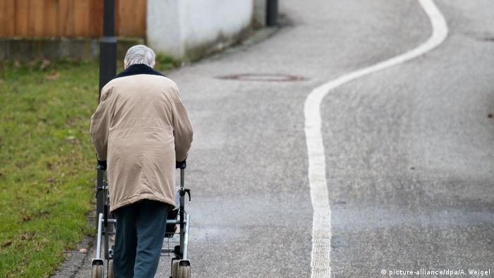 Symbolbild - Altenpflege - Pflege - Pflegeberuf - Altersarmut