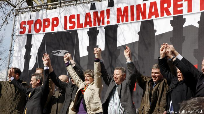 An NPD rally in western Germany protests against the spread of Islam in Germany (picture-alliance/J. Tack)